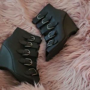 New Womans black peep toe botties size 9